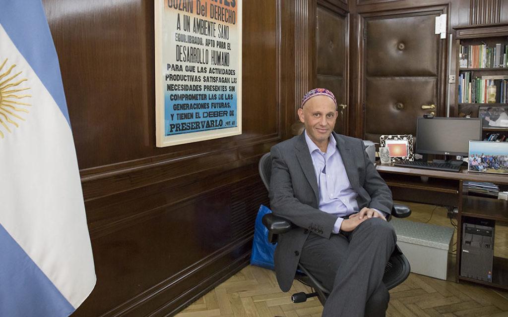 Le ministre argentin de l'Environnement et du Développement durable et rabbin Sergio Bergman. (Crédit : Titu Becher)