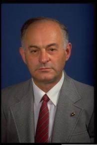 Moshe Yegar en 1985. (Crédit : Yaacov Saar/GPO)