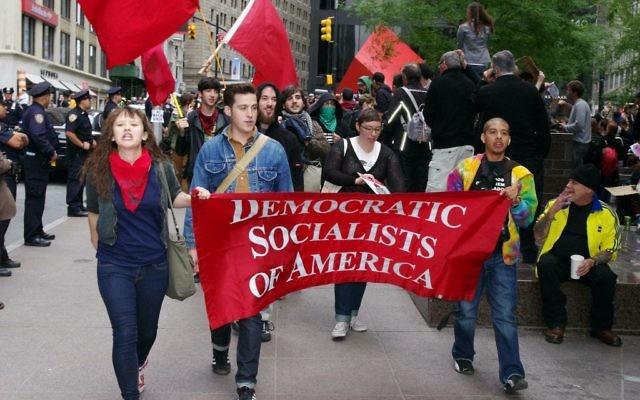 Membres des Socialistes démocrates d'Amérique (Democratic Socialists of America) pendant les manifestations Occupy Wall Street à New York, en septembre 2011. (Crédit : David Shankbone/CC BY/Wikimedia Commons)