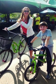 Denise Lew et son fils. (Crédit : autorisation)