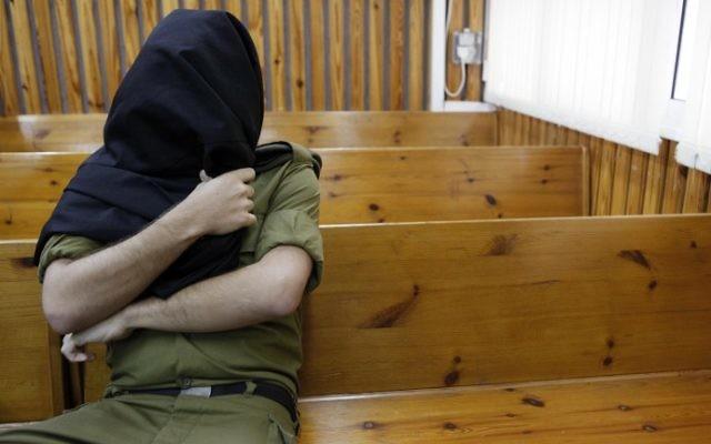 Un soldat israélien devant un tribunal militaire. Illustration. (Crédit : Tsafrir Abayov/Flash90)