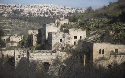 Une photo des maisons vides au village arabe Lifta, le 10 janvier 2016 (Crédit : Lior Mizrahi / Flash90)
