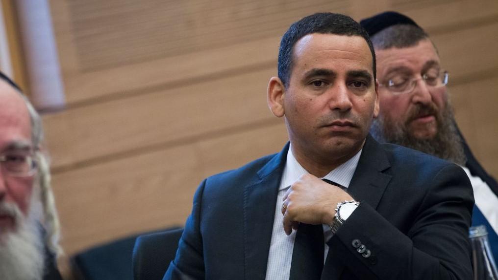Le législateur de l'Union sioniste Yoel Hasson durant une réunion de commission de la Knesset, à Jérusalem, le 11 janvier 2016 (Crédit : Miriam Alster/Flash90)