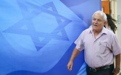 Haim Katz, ministre du Travail et des Affaires sociales, avant la réunion hebdomadaire du cabinet, le 25 juin 2017. (Crédit : Marc Israel Sellem/POOL)