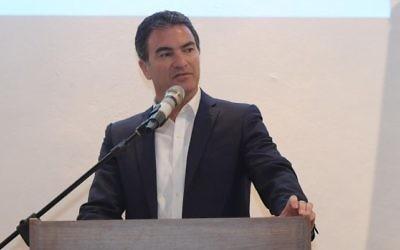 Le chef du Mossad Yossi Cohen s'exprime lors de la cérémonie de lancement de la fondation Libertad, le 27 juin 2017 (Crédit : Amos Ben Gershom/GPO)