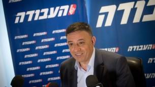 Avi Gabbay lors d'une conférence de presse le 11 juillet 2017 (Crédit : Miriam Alster / Flash90)