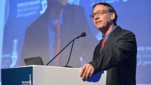 Le procureur de l'Etat Shai Nitzan s'exprime à la conférence de l'association du barreau israélien à Tel Aviv le 29 août 2017 (Crédit : Roy Alima/Flash90)