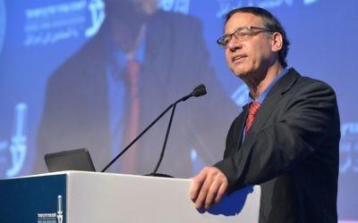 Le procureur de l'Etat Shai Nitzan pendant la conférence de l'Association du barreau israélien à Tel Aviv, le 29 août 2017. (Crédit : Roy Alima/Flash90)