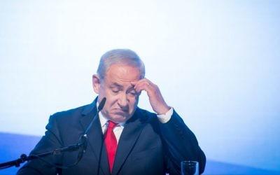 Le Premier ministre Benjamin Netanyahu lors d'un rassemblement du parti Likud, près de l'aéroport Ben Gurion, le 30 août 2017. (Crédit : Miriam Alster/Flash90)