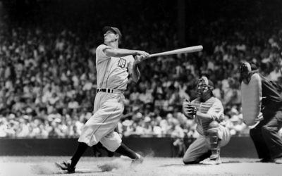 Hank Greenberg joue pour les Detroit Tigers en1935. (Crédit : TSN Archives/Getty Images, via JTA)