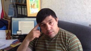 Ion Duminica, représentant rom à l'académie des sciences de Moldavie qui craint une nouvelle déportation des Roms (Crédit : Julie Masis/Times of Israel)