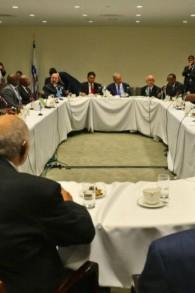 Le Premier ministre Benjamin Netanyahu et l'envoyé israélien à l'ONU Danny Danon rencontrent des leaders et des représentants d'états africains en marge de l'Assemblée générale de l'ONU à New-York, le 22 septembre 2016 (Crédit : Kobi Gideon/GPO)