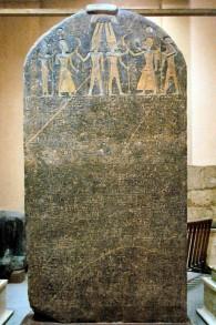 La stèle de Merneptah, datant d'à peu-près l'an 102 avant l'ère commune, a été découverte en 1896 et se trouve dorénavant au musée égyptien du Caire (Crédit : CC-BY-SA, via wikipedia)