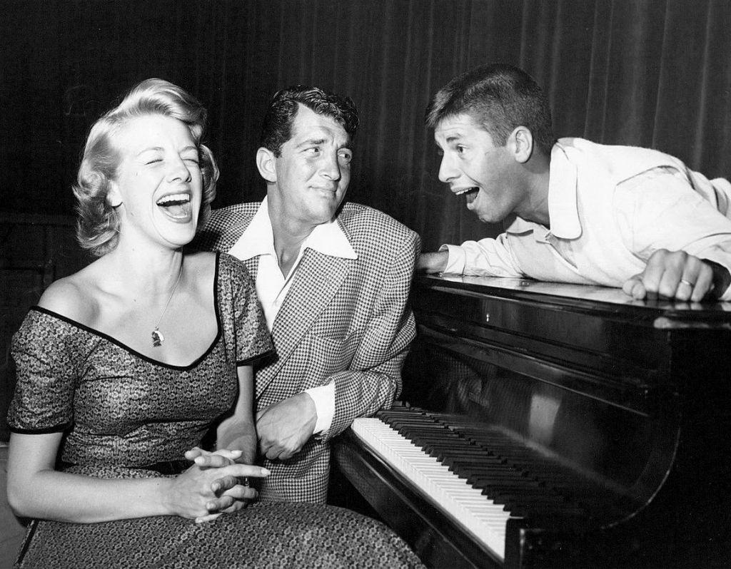 Depuis la gauche, Rosemary Clooney, Dean Martin et Jerry Lewis. (Domaine public)
