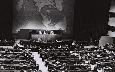 Photo du vote des Nations unies du plan de partage de la Palestine, le 29 novembre 1947 (Crédit : Autorisation du Bureau de presse du gouvernement de Jérusalem)
