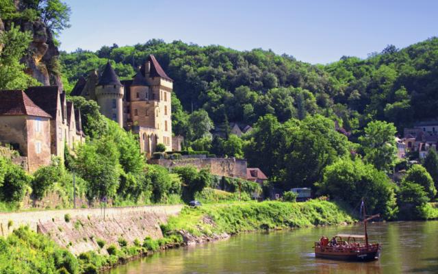 Le père de Pierre Spielvogel, Elie, avait trouvé refuge à Vézac, en Dordogne, en 1942. (Crédit: Pierre Bona/Wikimedia Commons)