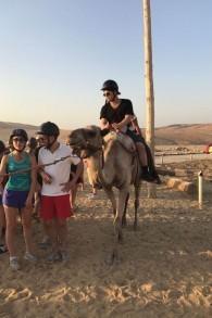 L'acteur Jonathan Lipnicki à dos de chameau durant son voyage organisé par Birthright le 31 juillet 2017 (Autorisation : Jonathan Lipnicki)