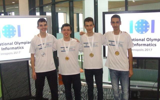 De droite à gauche: Nir Shalmon, Yuval Salant,  Aviel Boag et Ron Solan les membres de l'équipe nationale israélienne (Crédit: Amis français de l'Université de Tel Aviv)