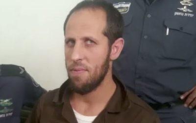 Amjad Jabarin au tribunal de première instance de Haifa le 24 août 2017, où il a été mis en accusation pour complicité d'assassinat dans le cadre de l'attaque terroriste sur le mont du Temple en juillet. (Crédit : Capture d'écran Dixième chaîne)