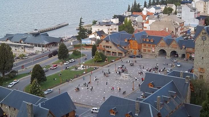 Une vue de la ville de Bariloche, en Argentine (Crédit : CC-BY-SA Dario Alpern/Wikimedia Commons)