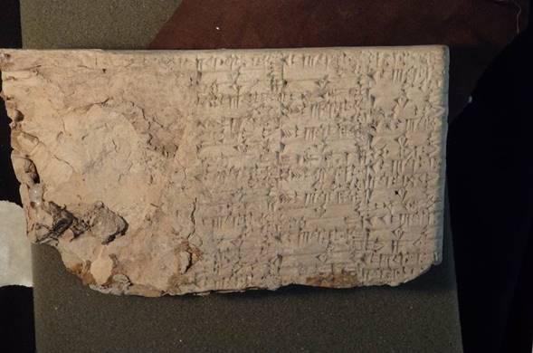 Des tablettes cunéiformes qui ont été étiquetés de manière mensongère comme échantillons de produit et envoyées dans les magasins Hobby Lobby. (Crédit : Bureau du procureur américain du district de l'est de New-York)