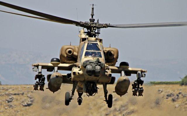 Uun hélicoptère Boeing AH-64 Apache de l'armée de l'air israélienne, le 8 juin 2012. Illustration. (Crédit : Ofer Zidon/Flash90)