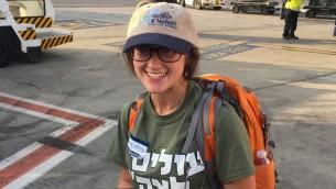 Hannah Partney, 22 ans, qui a immigré en Israël pour rejoindre l'armée israélienne après son atterrissage à l'aéroport Ben-Gourion le mardi 15 août 2017 (Autorisation)