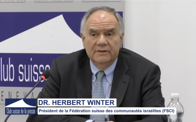Herbert Winter, le président de la Fédération suisse des communautés israélites (FSCI) s'exprime au sujet de son identité juive et suisse (Crédit: capture d'écran Youtube/Le club de la presse)