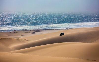Un safari en jeep en Namibie. Illustration. (Crédit : Kavram/iStock via Getty images)