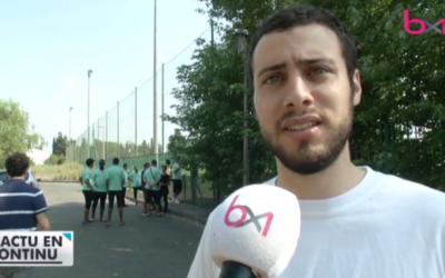 Jonathan De Lathouwer, jeune juif bruxellois, face à l'immeuble où périt Mohammed Merad, venu rendre visite à de jeunes toulousains de confession musulmane, s'étant eux-même rendus à Bruxelles après l'attentat du musée juif (Crédit: capture d'écran Le Vif)