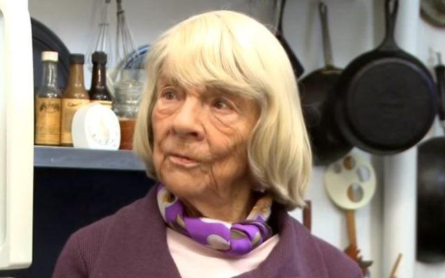 Judith Jones lors d'une interview dans sa cuisine le 21 octobre 2013 (Crédit : Capture d'écran / YouTube)