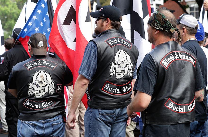 Des centaines de suprématistes, de néonazis et de membres de l'extrême-droite américaine à Charlottesville, en Virginie, le 12 août 2017. (Crédit : Chip Somodevilla/Getty Images/AFP)