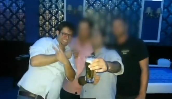 Le législateur du Likud Oren Hazan, lorsqu'il était gestionnaire de son casino. (Capture d'écran : Deuxième chaîne)