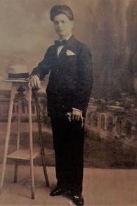 Avram Behar, né à Constantinople en 1900, mort à Auschwitz en 1943, aujourd'hui l'aïeul d'une nombreuse famille (Crédit: collection familiale)