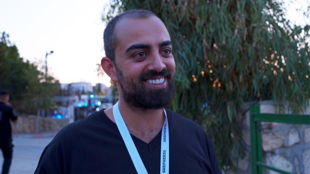Le fondateur de la brasserie Shepherds, Alaa Sayej, le 20 août 2017. (Crédit : Luke Tress/Times of Israel)