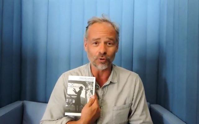 Sébastien Spitzer, l'auteur de Ces rêves qu'on piétine, en 2017. (Crédit : capture d'écran YouTube)