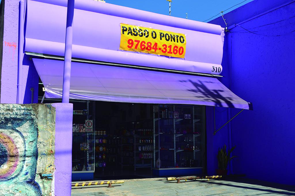 Un magasin fermé à Sao Paolo. (Crédit : Luiz Roiz/Times of Israël)