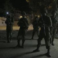 Illustration : Opération militaire israélienne dans le village de Yatta, en Cisjordanie, près de Hébron, le 3 août 2017. Illustration. (Crédit : unité des porte-paroles de l'armée israélienne)