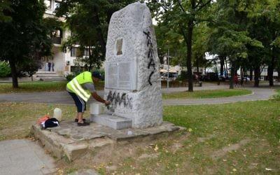 e monument vandalisé en Bulgarie, le 9 août 2017/ (Crédit : Shalom Bulgaria Organization via Facebook)