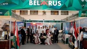 Une délégation biélorusse participe à une exposition commerciale syrienne à Damas le 18 août 2017 (Crédit : BelTA)