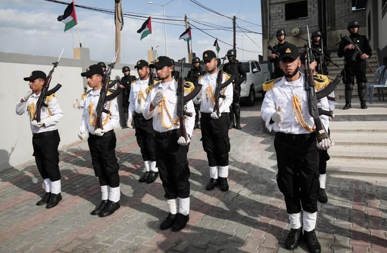 Les forces du Hamas participent à une cérémonie d'inauguration au siège d'une nouvelle unité de police de la marine, à Gaza, le 22 décembre 2016 (Crédit : AFP PHOTO/SAID KHATIB)