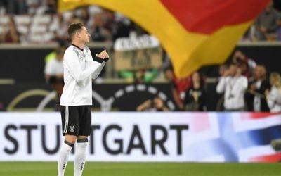 Le milieu de terrain allemand Julian Draxler avant le match de qualification pour la Coupe du Monde 2018 entre son équipe et la Norvège, à Stuttgart, le 4 septembre 2017. (Crédit : Thomas Kienzle/AFP)