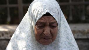 Fahmiyeh Shamasneh, 75 ans, expulsée de sa maison de Jérusalem Est, le 5 septembre 2017. (Crédit : Ahmad Gharabli/AFP)