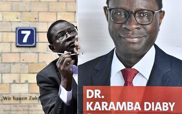 Karamba Diaby, député allemand du Parti social-démocrate né au Sénégal, à Halle, le 6 septembre 2017. (Crédit : John MacDougall/AFP)