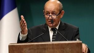 Jean-Yves Le Drian, ministre français des Affaires étrangères, pendant une conférence de presse au complexe présidentiel d'Ankara, en Turquie, le 14 septembre 2017. (Crédit : Adem Altan/AFP)