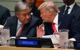 Antonio Guterres, à gauche, secrétaire général des Nations unies, et le président américain Donald Trump au siège de l'institution à New York, le 18 septembre 2017. (Crédit : Timothy A. Clary/AFP)