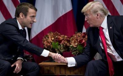 Le président français Emmanuel Macron et son homologue américain Donald Trump au Palace Hotel, lors de la 72e Assemblée générale de l'ONU à New York, le 19 septembre 2017. (Crédit : Brendan Smialowski/AFP)