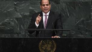 Le président égyptien Abdel Fattah el-Sissi devant la 72e Assemblée générale des Nations unies, à New York, le 19 septembre 2017. (Crédit : Jewel Samad/AFP)