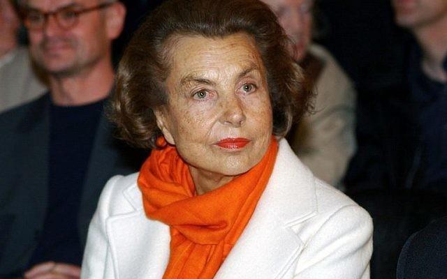 Cette photo prise le 13 juin 2004 montre l'héritière de l'empire L'Oréal et la femme la plus riche de France, Liliane Bettencourt, à une exposition à Krefeld, en Allemagne (Crédit : AFP PHOTO / DPA / HORST OSSINGER)