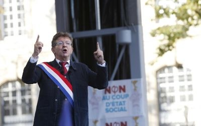 Jean-Luc Mélenchon pendant une manifestation contre la réforme du droit du travail, à Paris, le 23 septembre 2017. (Crédit : Geoffroy Van Der Hasselt/AFP)